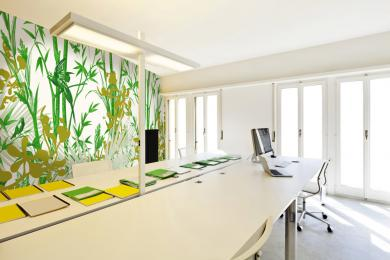 bureau jaune et vert